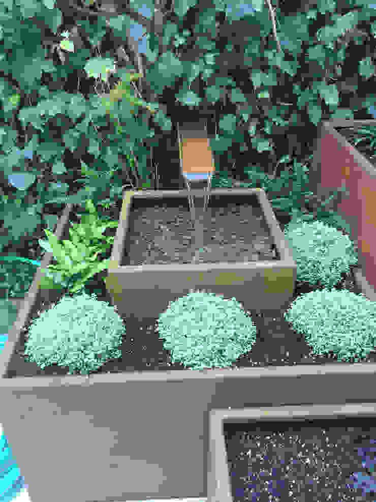 Fuente en acero corten Jardines de estilo moderno de Irati Proyectos Moderno