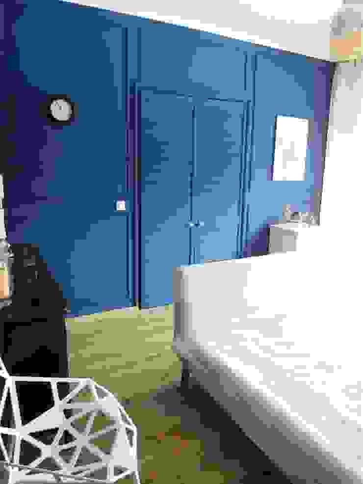 niebiesko o Śródziemnomorska sypialnia od NaNovo Śródziemnomorski