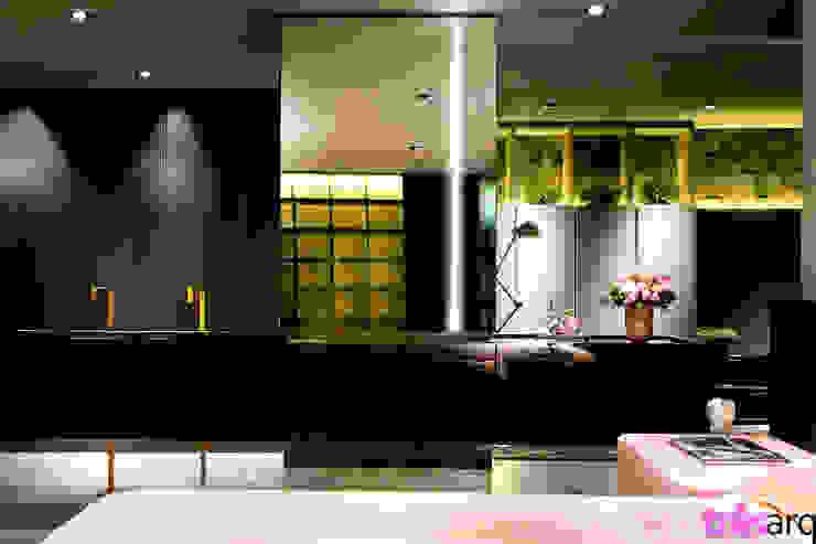 Lavatório integrado ao quarto. Espaços comerciais modernos por três arquitetura Moderno