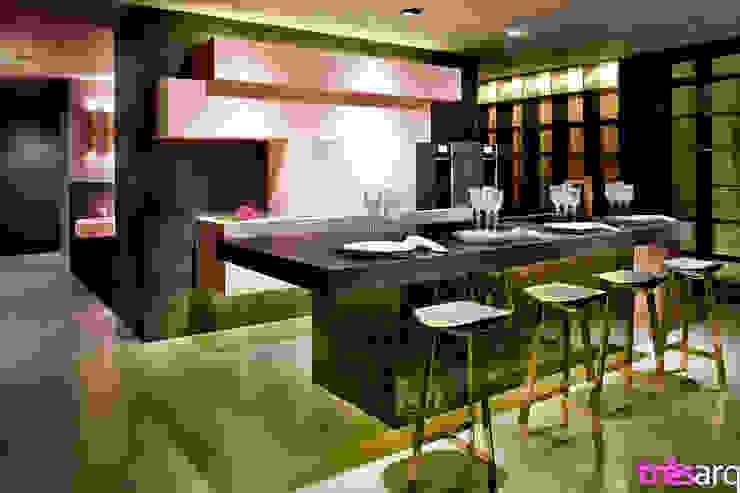 Cozinha nude Espaços comerciais modernos por três arquitetura Moderno