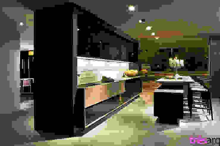 Cozinha preta Espaços comerciais modernos por três arquitetura Moderno Vidro