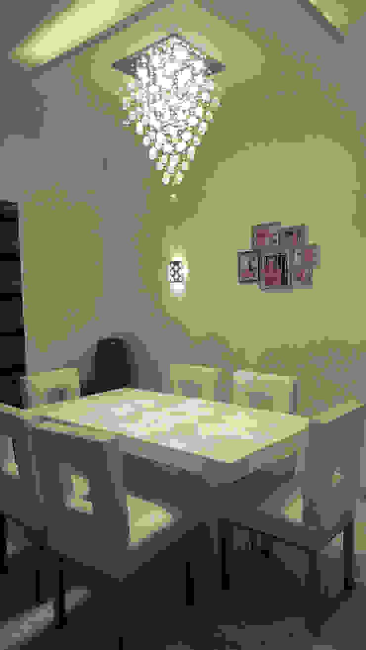 RESIDENTIAL INTERIOR, MYSORE. (www.depanache.in) Modern dining room by De Panache - Interior Architects Modern Plywood