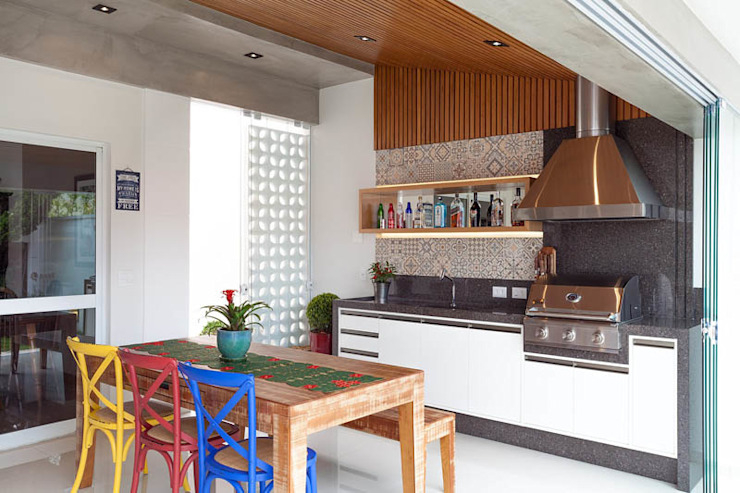 Eclectic style kitchen by Moran e Anders Arquitetura Eclectic
