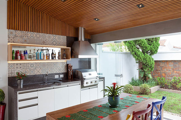 Kitchen by Moran e Anders Arquitetura,
