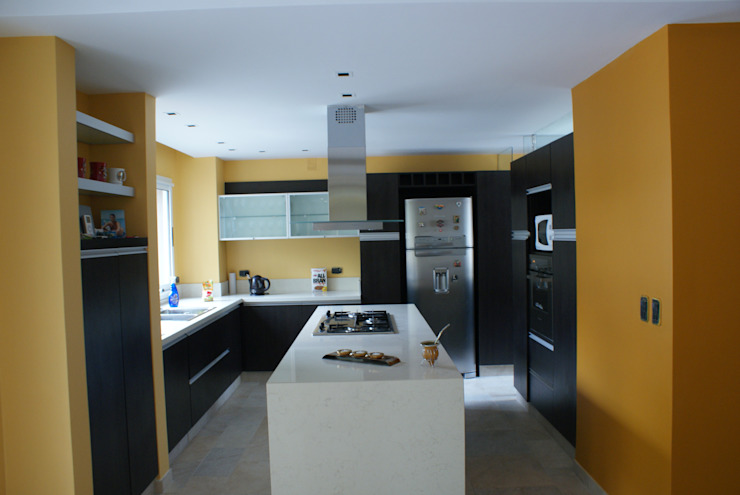 Klasyczna kuchnia od Estudio Sassi-Martinez Duarte Klasyczny