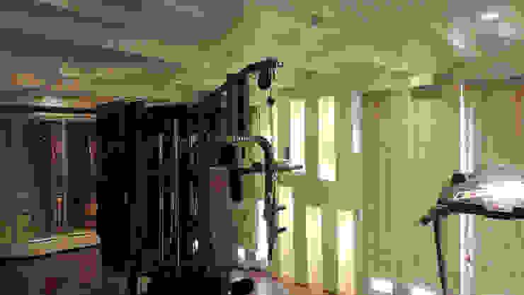 RESIDENTIAL INTERIOR, MYSORE. (www.depanache.in) Modern gym by De Panache - Interior Architects Modern Plywood