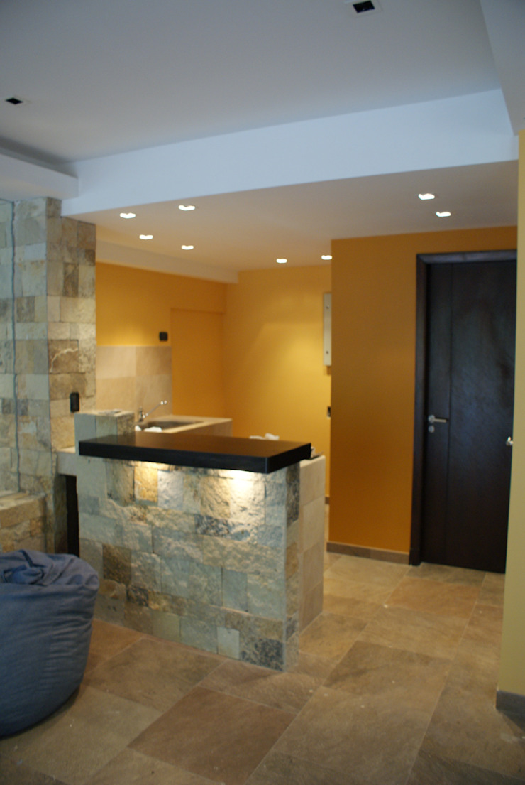 Classic style walls & floors by Estudio Sassi-Martinez Duarte Classic