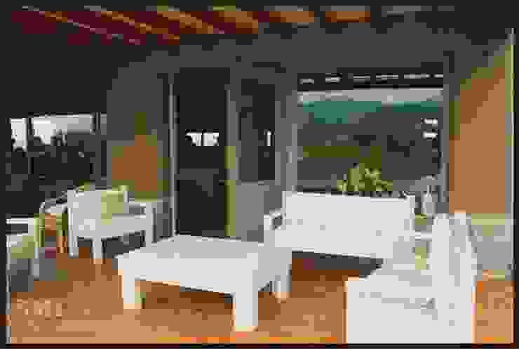 Hiên, sân thượng phong cách kinh điển bởi SMI Arquitectura+Construcción Kinh điển