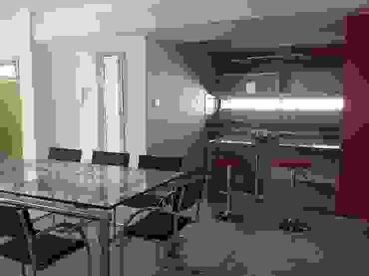 Cocinas de estilo moderno de Fernando Galoppo - ARQUITECTURA Moderno