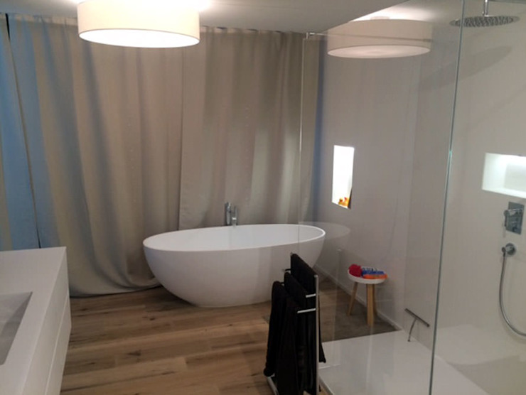 Phòng tắm phong cách hiện đại bởi Maxxwell AG Hiện đại