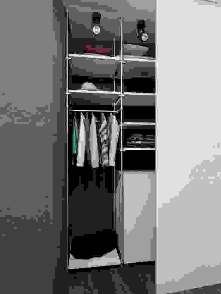 Minimalist dressing room by Студия дизайна интерьера Маши Марченко Minimalist