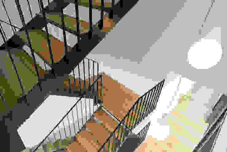 オリジナルスタイルの 玄関&廊下&階段 の Kasper&Neininger GmbH オリジナル 金属