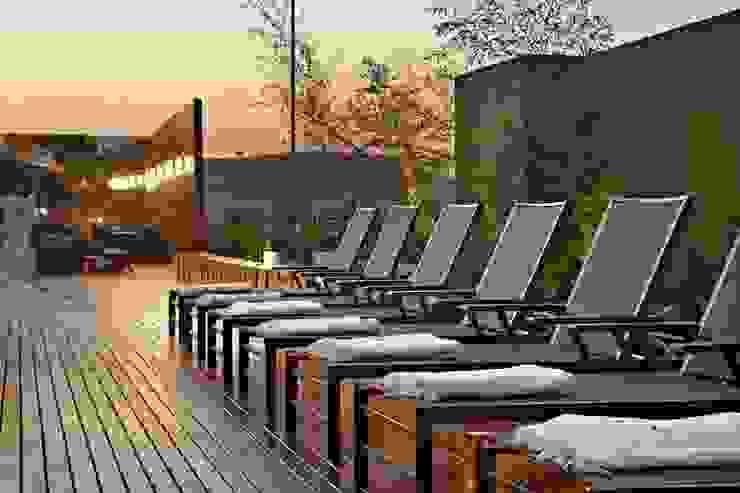 Casa Cor Minas 2011 | Deck Externo por Piacesi Arquitetos Moderno Derivados de madeira Transparente