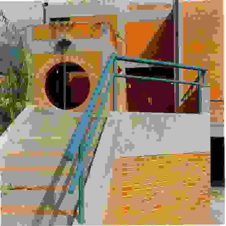 Acceso principal. Casas de estilo tropical de OMAR SEIJAS, ARQUITECTO Tropical