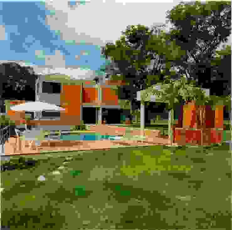 Pool by OMAR SEIJAS, ARQUITECTO, Tropical