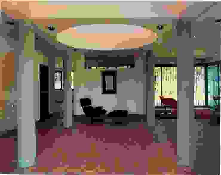 Corridor & hallway by OMAR SEIJAS, ARQUITECTO, Tropical