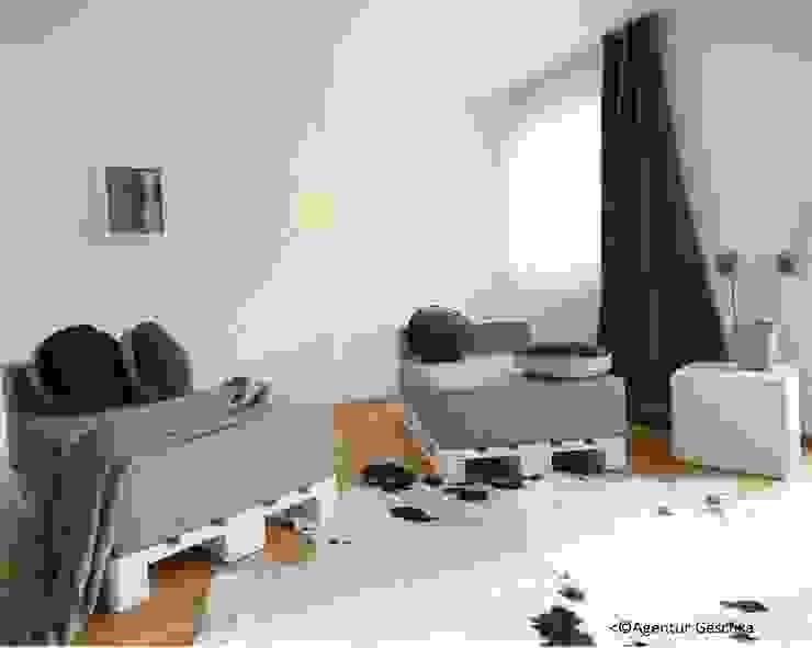 Münchner home staging Agentur GESCHKA Modern Living Room Wood Green