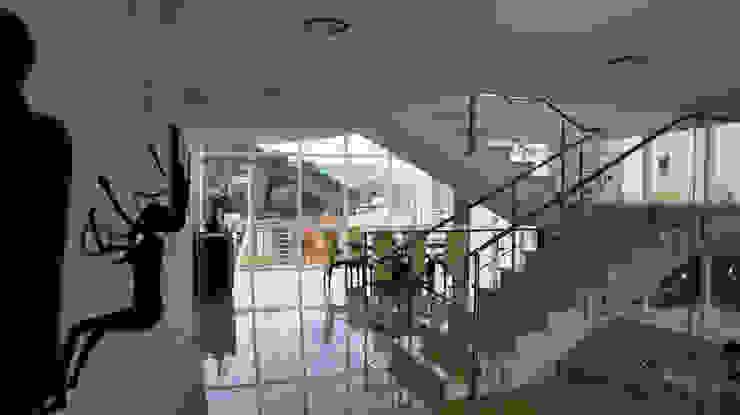 現代風玄關、走廊與階梯 根據 OMAR SEIJAS, ARQUITECTO 現代風