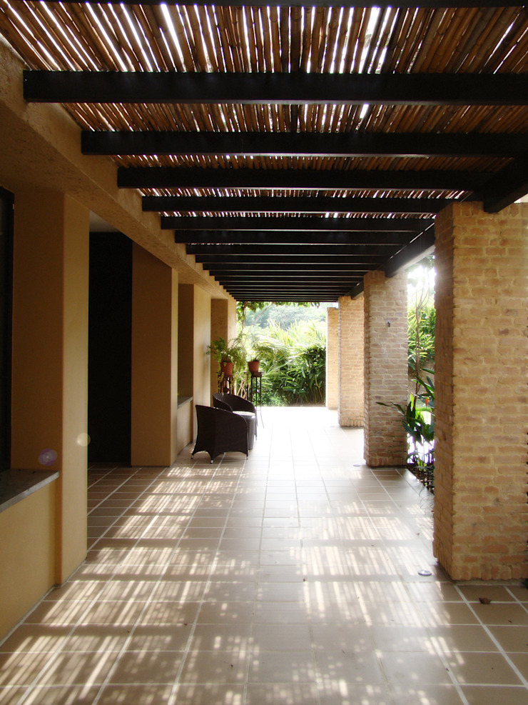 Casa de la Torre Pasillos, vestíbulos y escaleras de estilo rural de David Macias Arquitectura & Urbanismo Rural