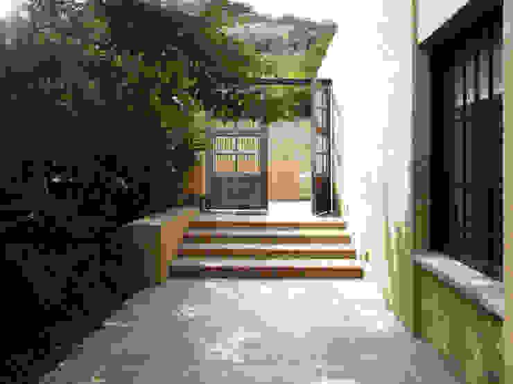 Casa de la Torre Puertas y ventanas de estilo rural de David Macias Arquitectura & Urbanismo Rural
