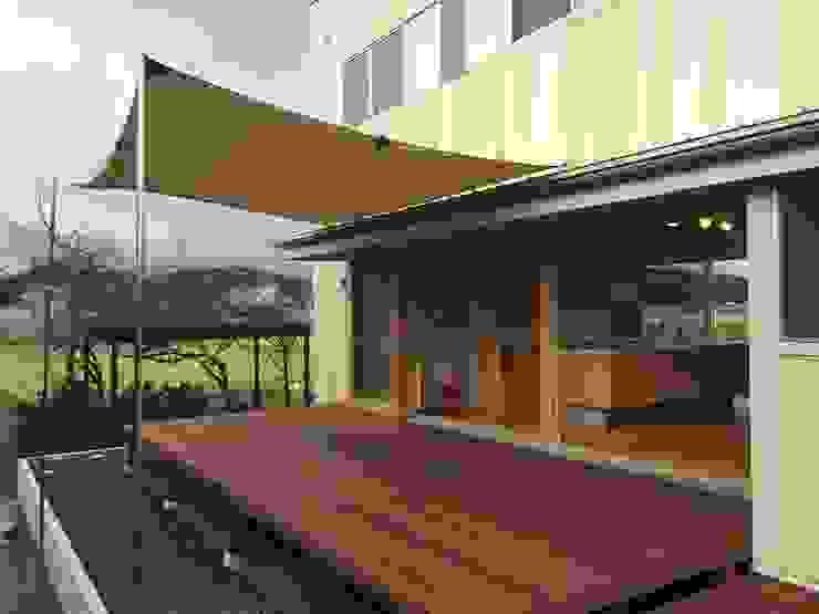 株式会社PLUS CASA Casas de estilo ecléctico