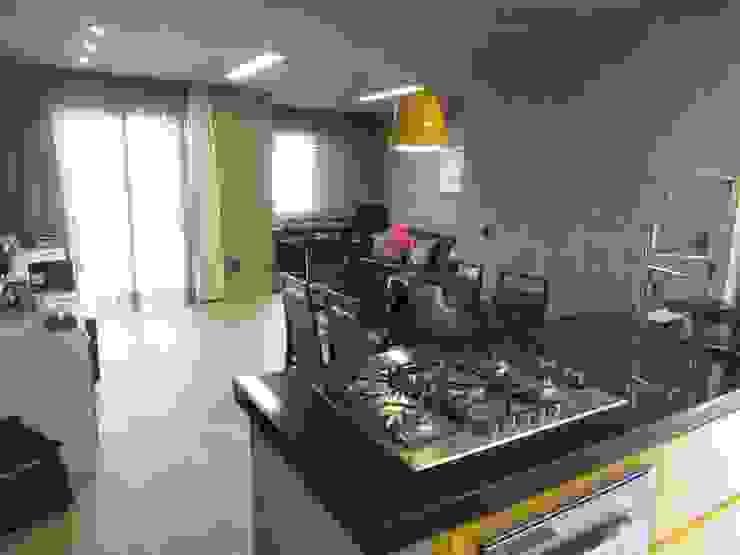 Phòng ăn phong cách công nghiệp bởi Escritório de Arquitetura Cláudia Mendonça Công nghiệp