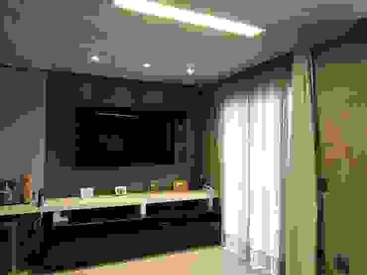 Salas de estar industriais por Escritório de Arquitetura Cláudia Mendonça Industrial