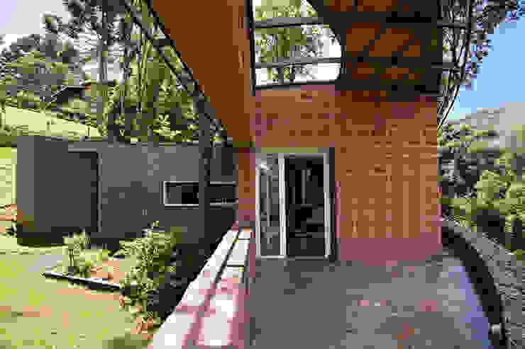 Landhäuser von Enrico Benedetti Arquitetos Landhaus