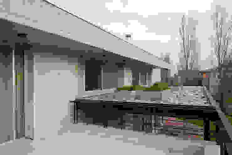 Modern terrace by JV&ARQS Asociados Modern