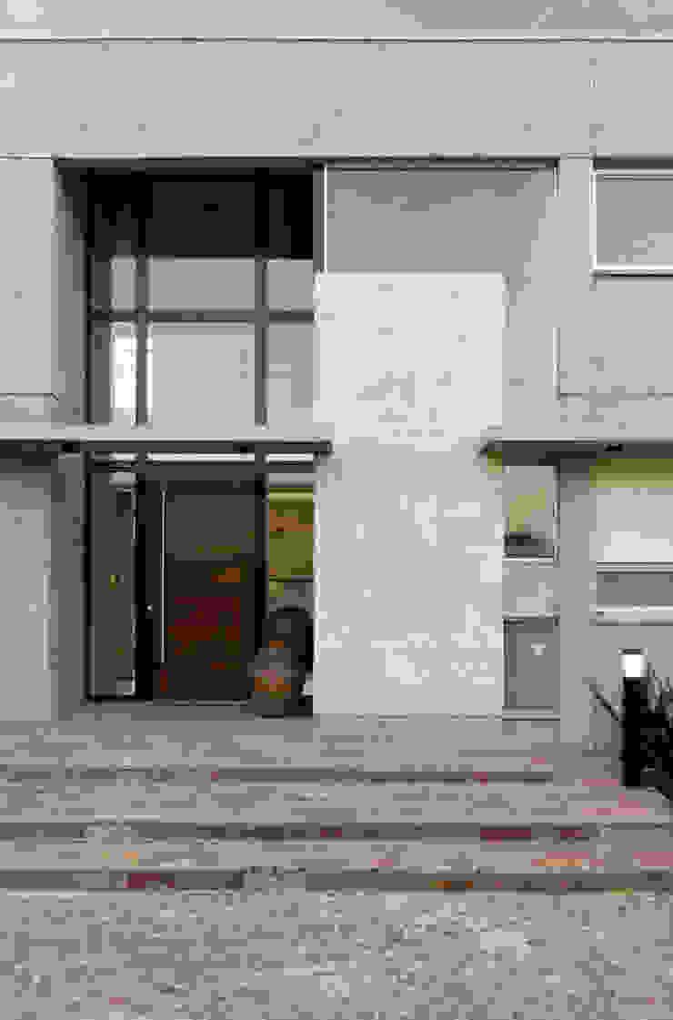 Modern houses by JV&ARQS Asociados Modern