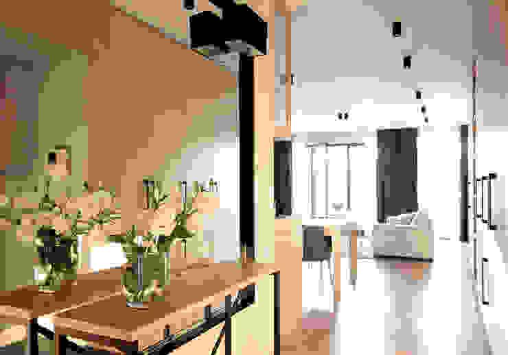 Eclectic style corridor, hallway & stairs by Kołodziej & Szmyt Projektowanie wnętrz Eclectic
