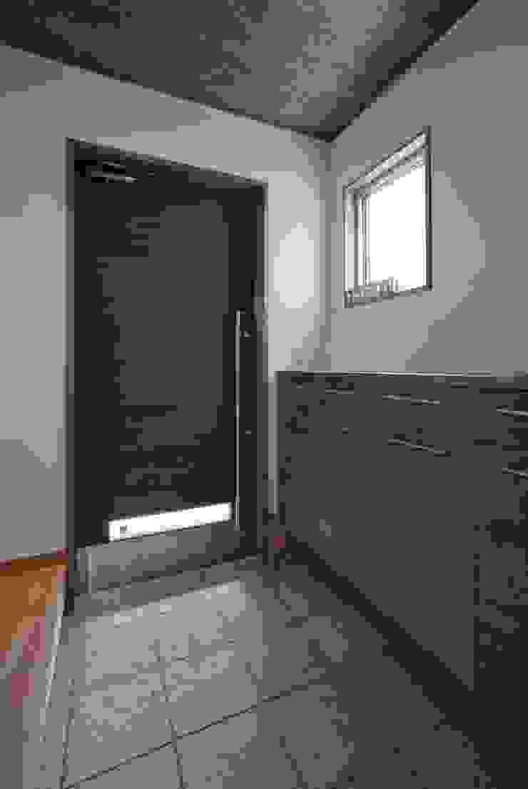 みどりの家: 空間設計室/kukanarchiが手掛けた現代のです。,モダン