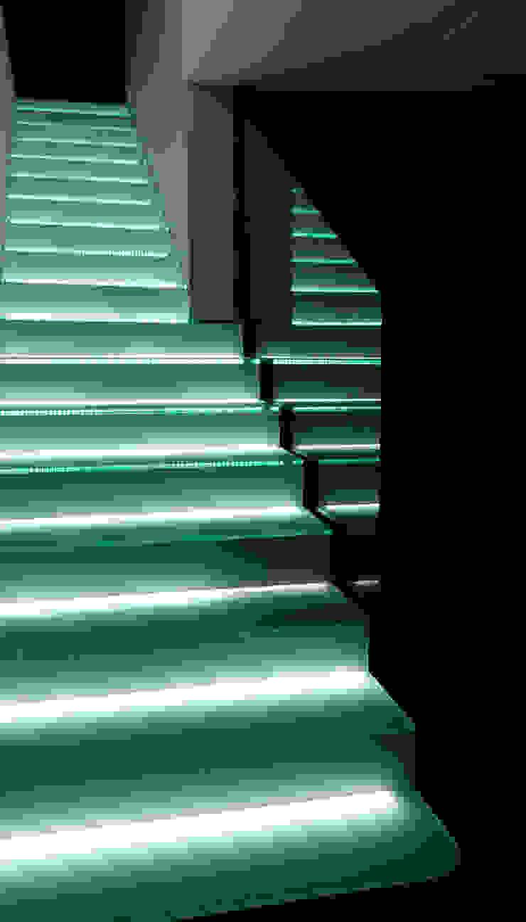 Minimalist corridor, hallway & stairs by AZ Diseño Minimalist