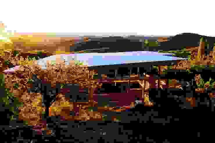CASA DE LA COLINA Casas de estilo rural de bioma arquitectos asociados Rural