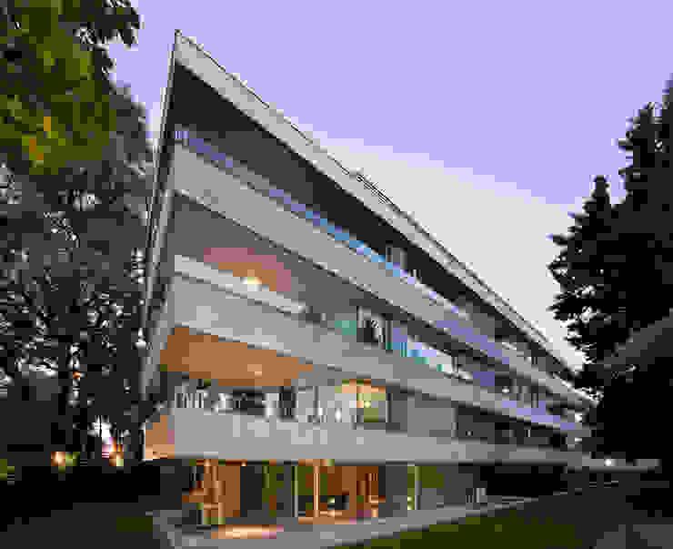 JV&ARQS Asociados Moderner Balkon, Veranda & Terrasse