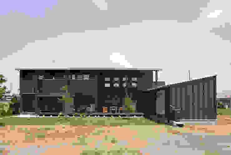 新田の家: 空間設計室/kukanarchiが手掛けた家です。,モダン