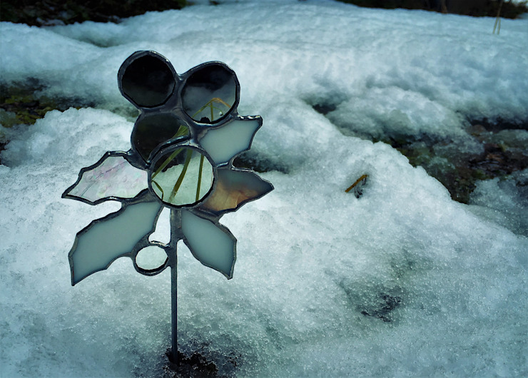 冬の野花シリーズ: elementaが手掛けた折衷的なです。,オリジナル ガラス