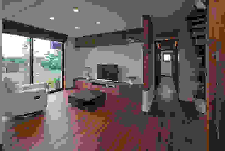 Гостиная в стиле модерн от 空間設計室/kukanarchi Модерн