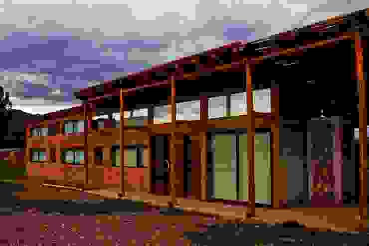 CASA AZZOTI Casas rústicas de bioma arquitectos asociados Rústico Arenisca