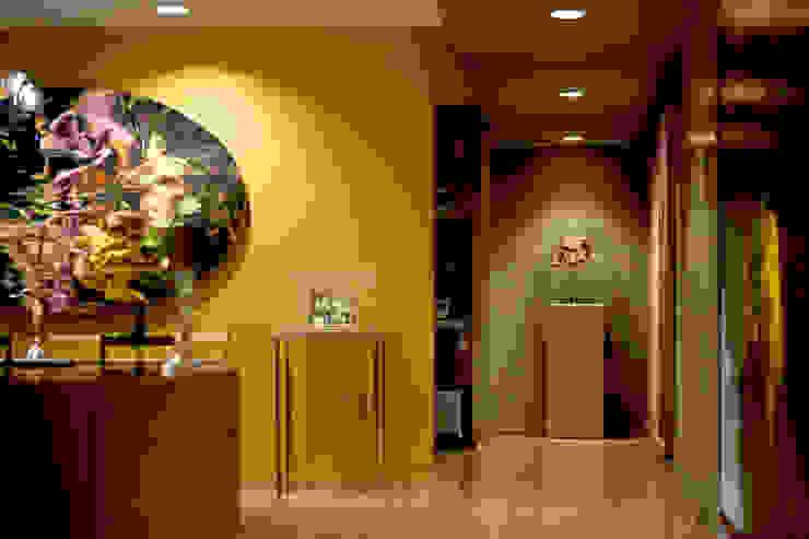 Departamento en Polanco I Pasillos, vestíbulos y escaleras eclécticos de MAAD arquitectura y diseño Ecléctico
