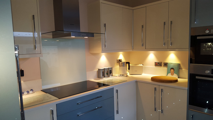 Blue & Cream Gloss Kitchen, Aberdare, South Wales Hitchings & Thomas Ltd 現代廚房設計點子、靈感&圖片 Blue