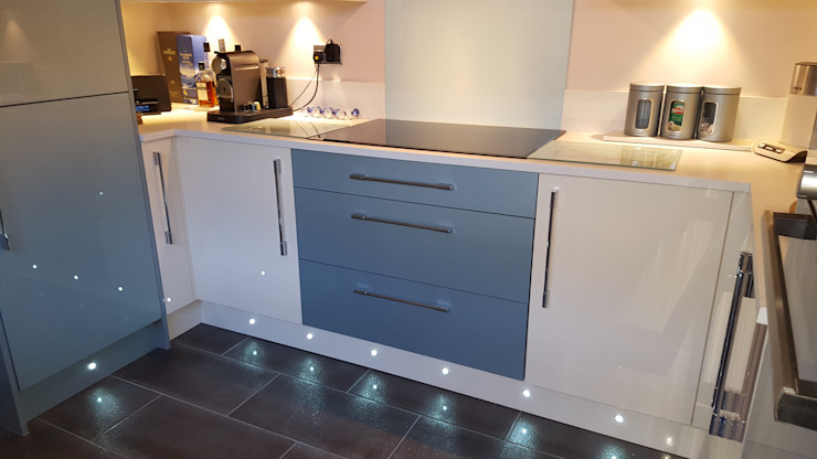 Blue & Cream Gloss Kitchen, Aberdare, South Wales โดย Hitchings & Thomas Ltd โมเดิร์น