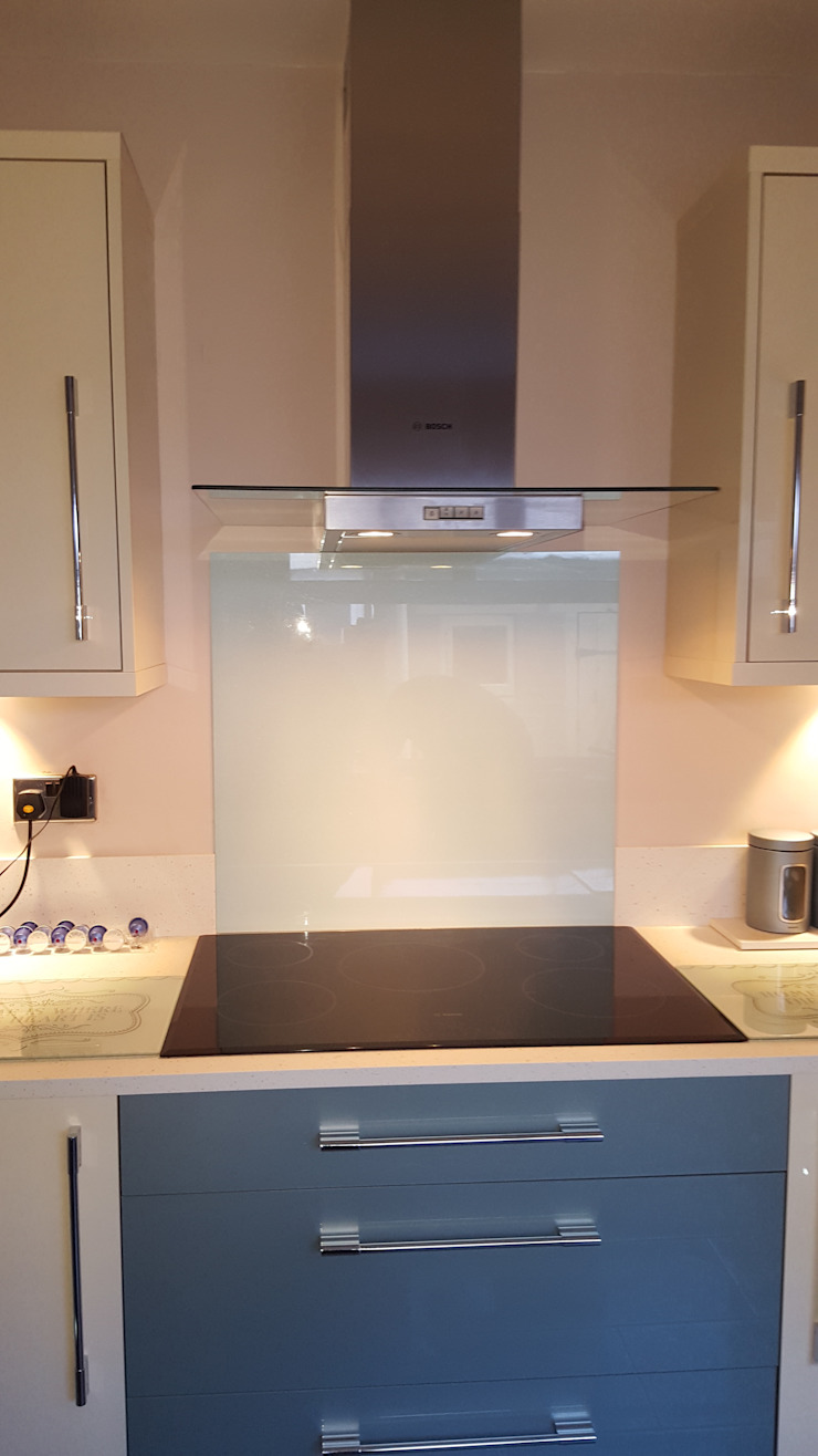 Blue & Cream Gloss Kitchen, Aberdare, South Wales Hitchings & Thomas Ltd Modern kitchen Blue