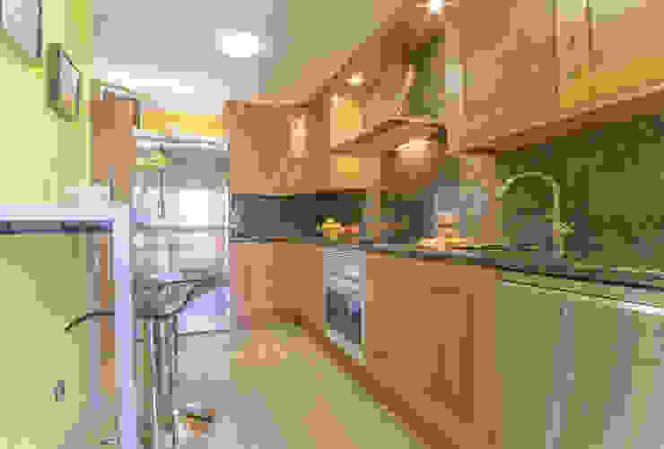 Cocina Cocinas de estilo ecléctico de Marca de Casa Ecléctico Madera Acabado en madera