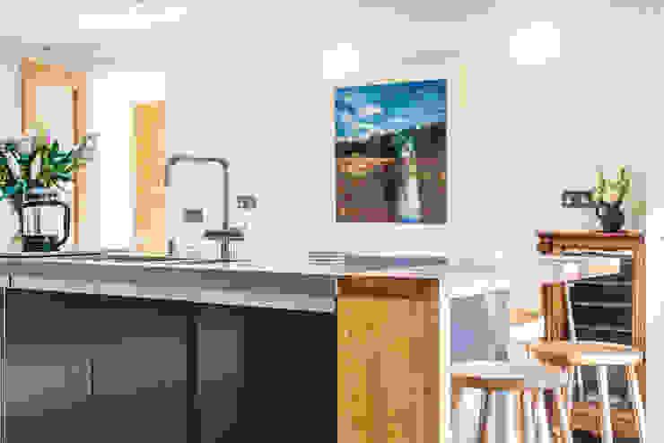 Кухни в . Автор – Chris Humphreys Photography Ltd,