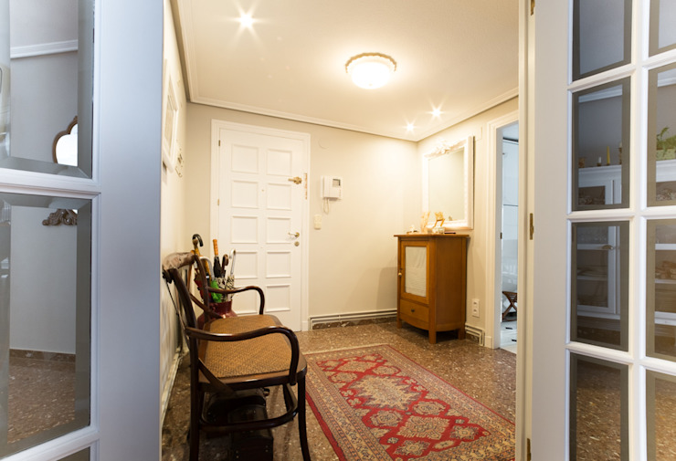 Entrada Pasillos, vestíbulos y escaleras clásicas de Marca de Casa Clásico Madera Acabado en madera