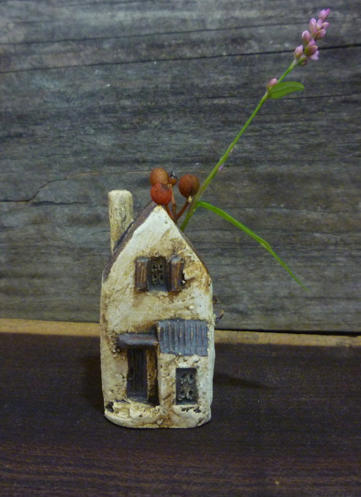 花挿し: 土の家が手掛けた折衷的なです。,オリジナル 陶器