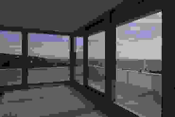 Vivienda Unifamiliar en Atlanterra Salones de estilo moderno de estudio torre elorduy slp Moderno