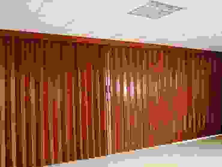 MADERA CEDRO Salas modernas de PERSIANAS DE COLOMBIA Moderno Madera Acabado en madera