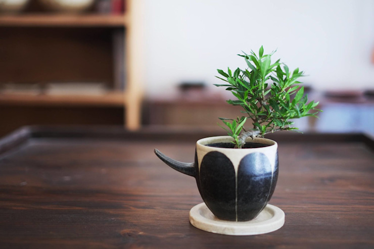 花の植木鉢: 苔色工房が手掛けた現代のです。,モダン